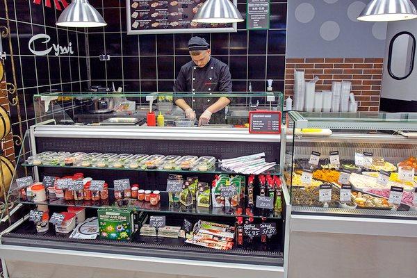 Холодильное оборудование и витрины для суши кафе